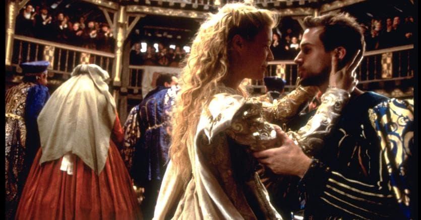 Una sequenza del film diretto da John Madden (1998) che racconta la storia d'amore di William Shakespeare (qui interpretato da Joseph Fiennes) per la nobildonna Lady Viola De Lesseps(interpretata da Gwyneth Paltrow) durante la preparazione del «Romeo e Giulietta» allestito al Globe di Londra