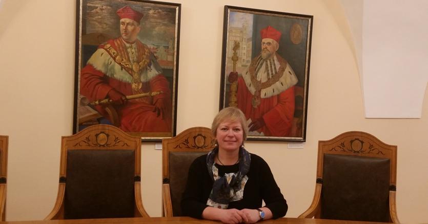 In sala riunioni. Dainora Pociute , 50 anni, insegna storia della Riforma all'università di Vilnius la più antica dei Paesi Baltici (1579) ed è presidente del Senato accademico