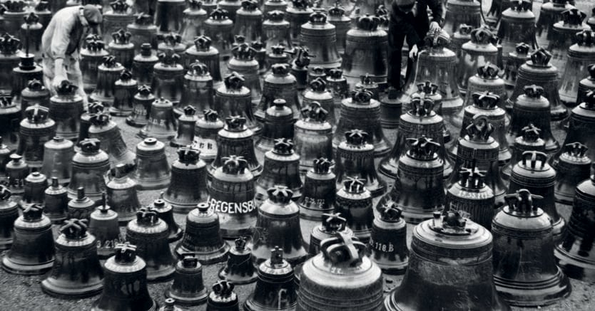 Amburgo. Diecimila campane trafugate dalle chiese europee aspettano di essere restituite agli Alleati.  8 ottobre '45