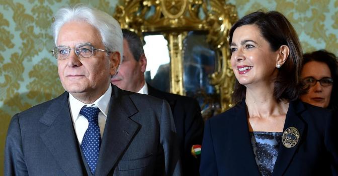 Il presidente della Repubblica Sergio Mattarella  con Laura Boldrini (Ansa)