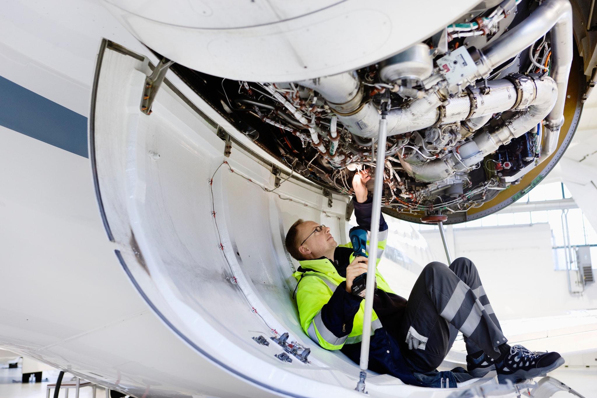 Aereo Privato Low Cost : Aerei la sicurezza non è low cost il sole ore