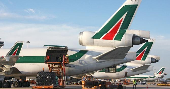 Meridiana e Alitalia non volano: è caos nei cieli italiani