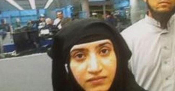 Fermo immagine degli autori della strage di San Bernardino al controllo passaporti dell'aeroporto di Chicago (Abc News)