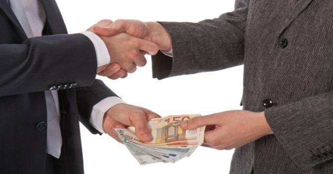 Corruzione, l'Italia resta tra i Paesi peggiori ma migliora - Il Sole 24 ORE