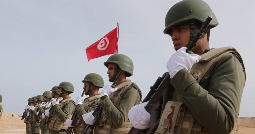 Risultati immagini per militari tunisini