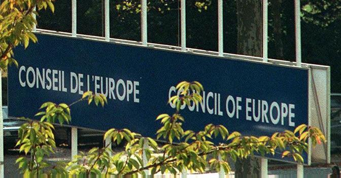 Consiglio Europa boccia maternità surrogata