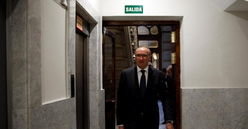 Unicredit, Ghizzoni pronto a lasciare: resta per la transizione
