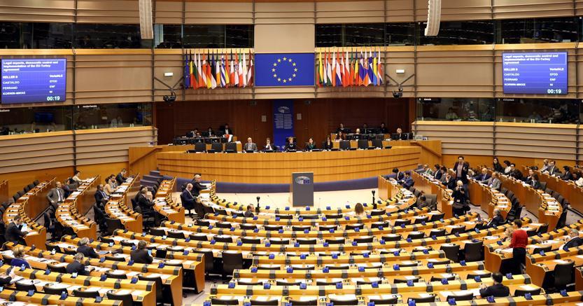 Otto candidati in corsa per la presidenza del parlamento for Gruppi politici italiani