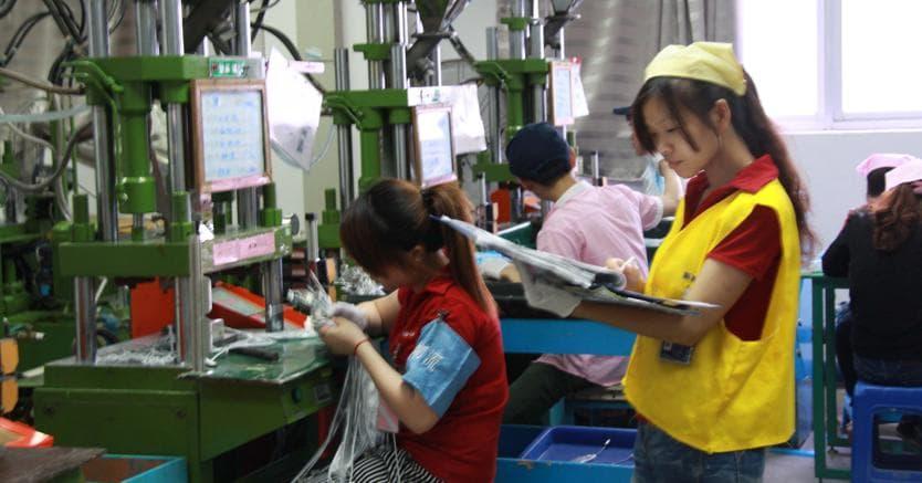 Foxconn, 60 mila posti di lavoro in meno: arrivano i robot