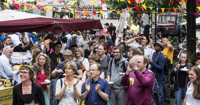 A Basilea,   sostenitori  dell'iniziativa per un reddito di base incondizionato: la proposta è stata bocciata dal referendum