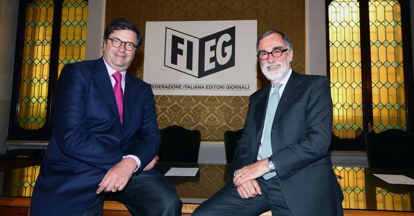 A sinistra il presidente Emea di Google Carlo d'Asaro Biondo, a destra il presidente Fieg Maurizio Costa