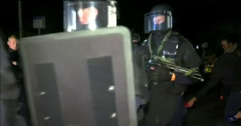 Fermo immagine tratto dal video mostra la polizia arrivata sulla scena  nel sobborgo parigino di Magnanville (Reuters)