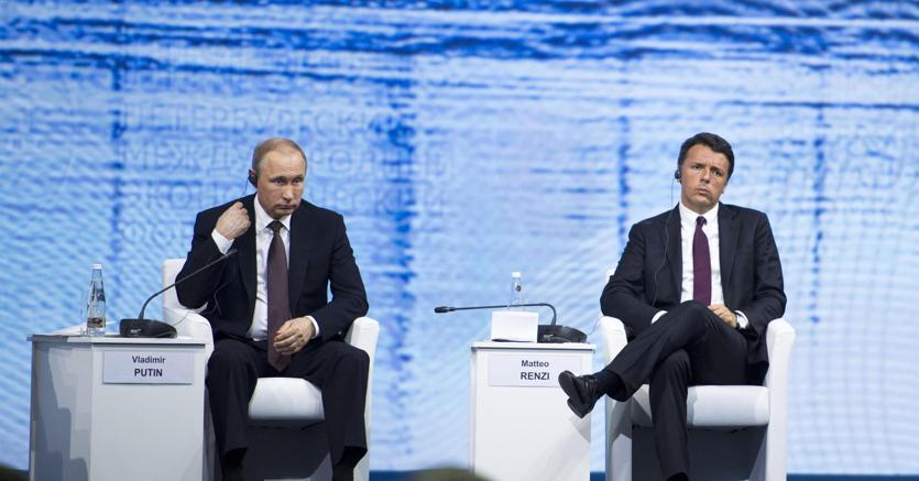 Matteo Renzi al Business Forum di San Pietroburgo insieme a Vladimir Putin