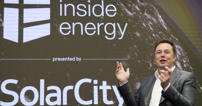 Tesla mette 2,8 miliardi di dollari per comprare Solar City