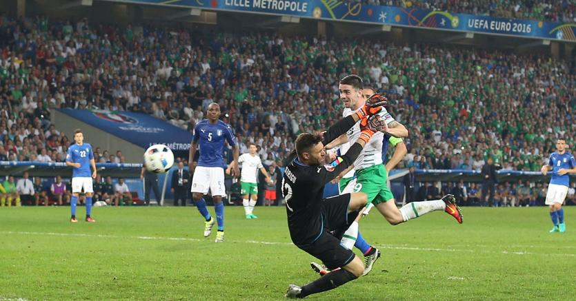 Il gol di Robbie Brady in Italia-Irlanda (IPP/Mark Leech/offside)