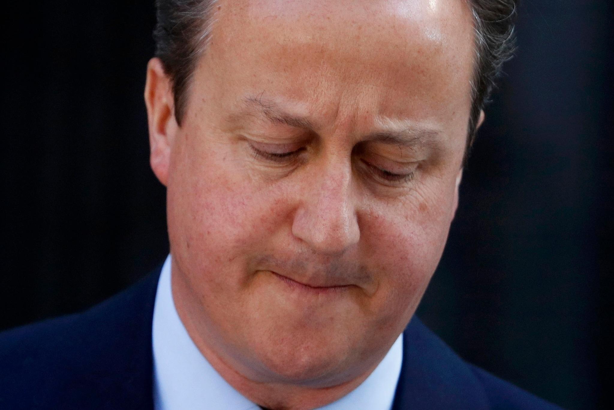 Boris Johnson fischiato e contestato: