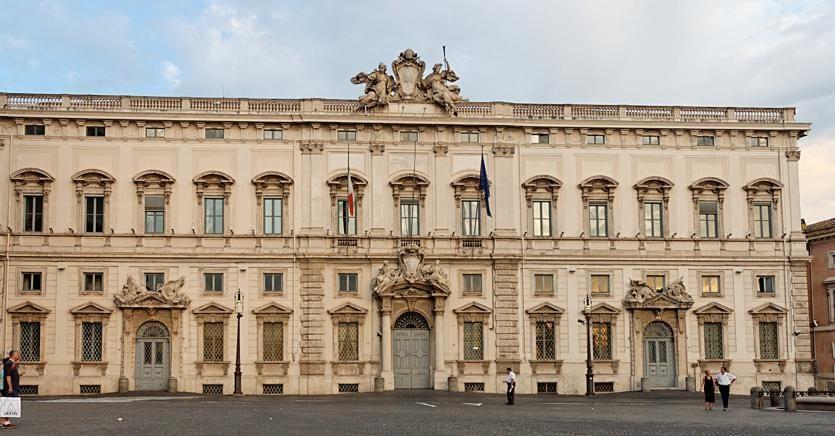 Pensioni d'oro, Consulta delibera su due temi mentre Renzi difende Letta