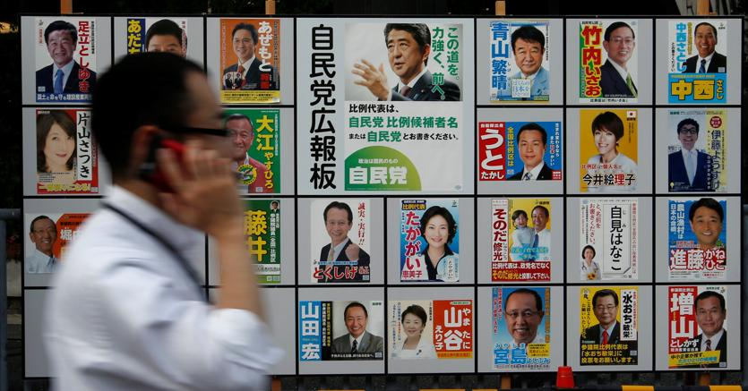 Premier giapponese Abe vara nuove misure stimolo economia