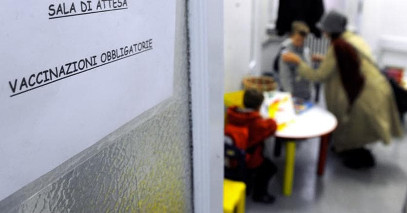 Vaccini: medici che li sconsigliano a rischio radiazione COMMENTA