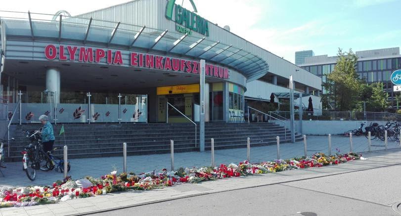 Monaco, fiori in ricordo delle vittime della strage al centro commerciale Olympia (Ap)