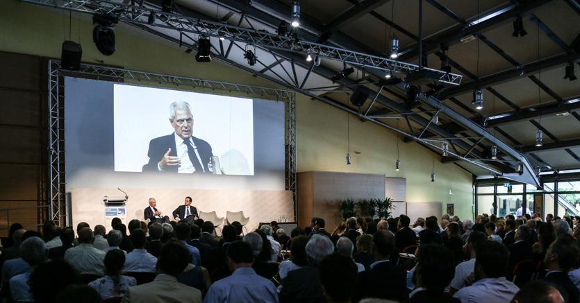 Un momento del convegno: l'intervista a Marco Trochetti Provera