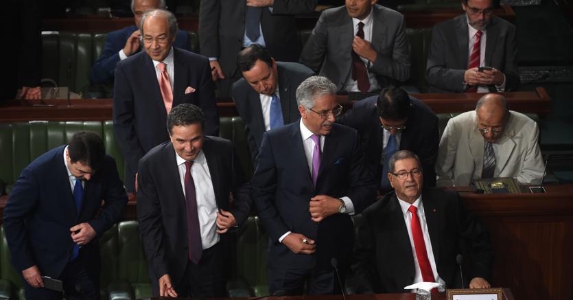 Tunisia governo essid in bilico oggi il voto di fiducia for Oggi al parlamento diretta