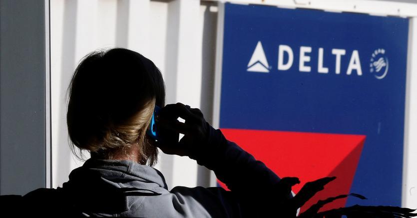 Blocco sistema informatico Delta Airlines, aeroporti nel caos