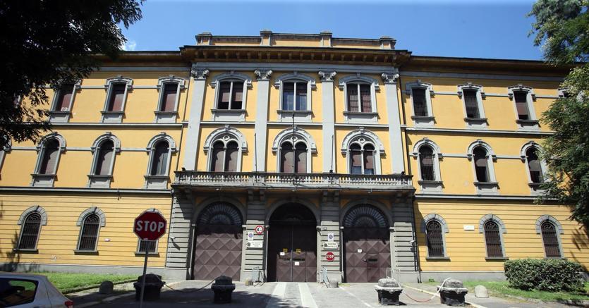 Milano sala migranti alla caserma montello pronta fra for Marangoni milano costi
