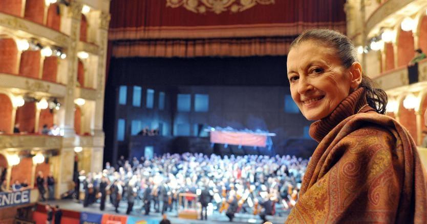 Auguri a Carla Fracci, la signora della danza classica compie 80 anni