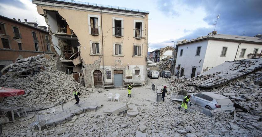 Terremoto, l'annuncio di Renzi e le parole di cordoglio di Mattarella