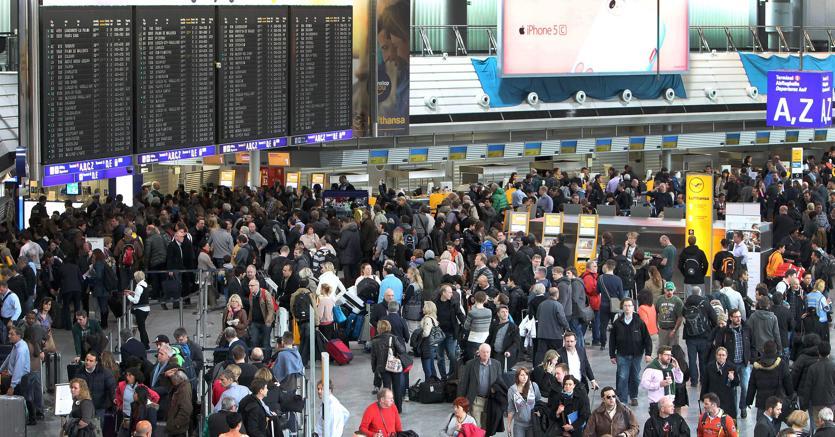 Allarme Bomba, evacuato aeroporto Francoforte