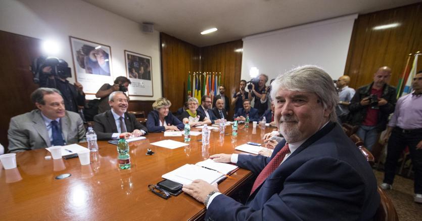 Crisi aziende e rischio esodati, Poletti: assegno 500 euro al mese
