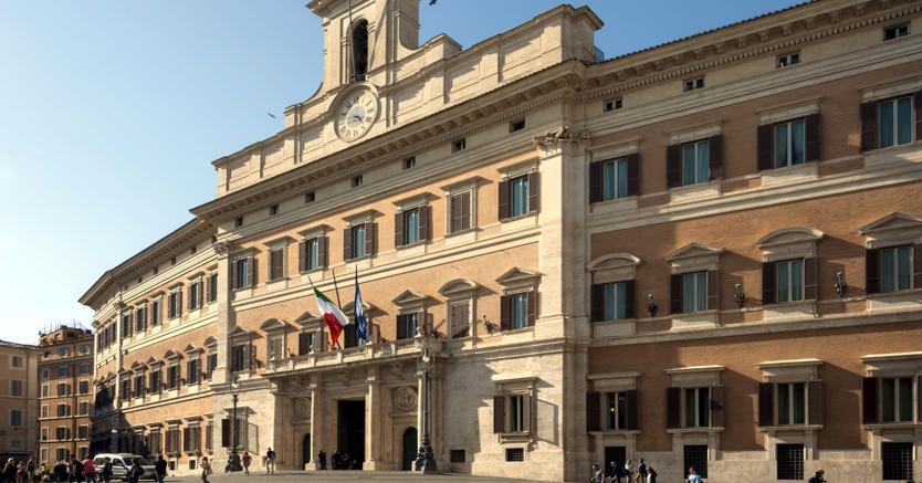 Def, Renzi costretto a volare basso