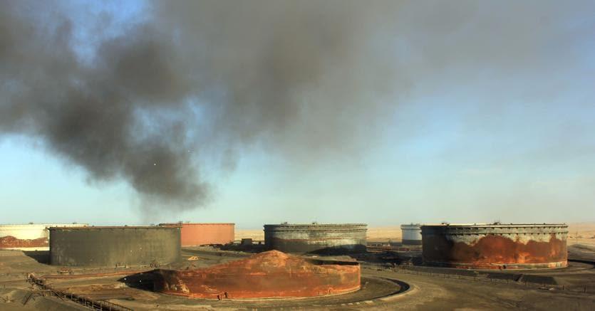 Lotta porti petrolio Libia, Sarraj annuncia controffensiva