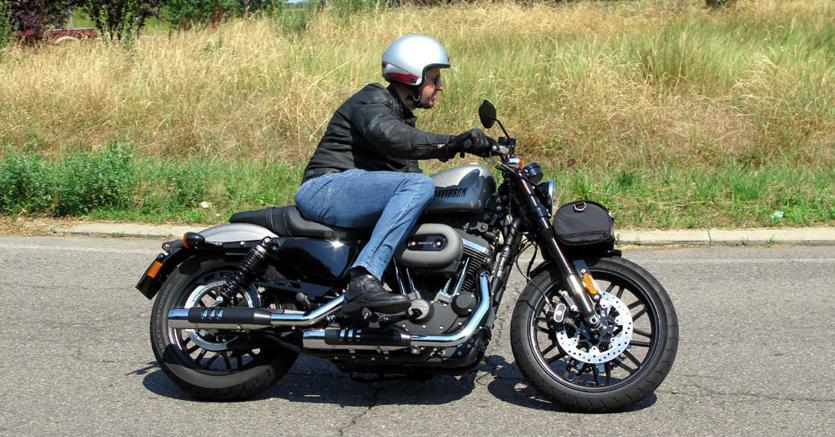 Harley-Davidson Roadster, come va la sportiva di Milwaukee