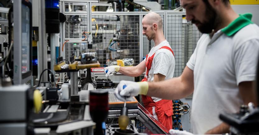 Istat: produzione industriale mensile a +0,4% a luglio