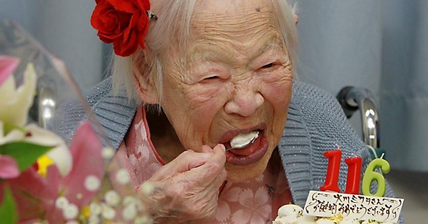 Misao Okawa, centenaria giapponese in un immagine di repertorio. (Afp)