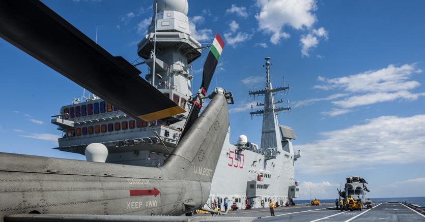 La portaerei Cavour a Taranto (AGF)