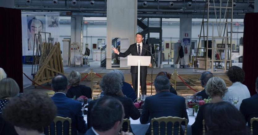 Matteo Renzi interviene all'apertura di Milano Moda (Ansa)