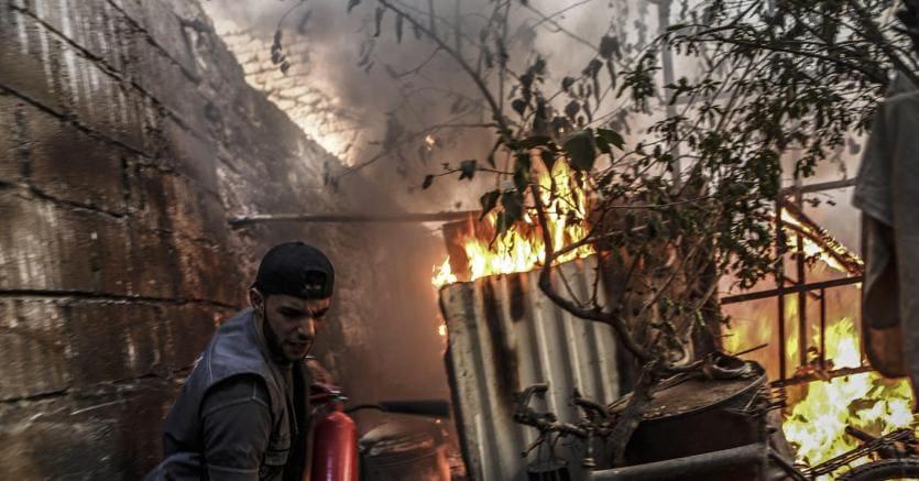 Siria, salgono a 90 i morti per il raid su Aleppo