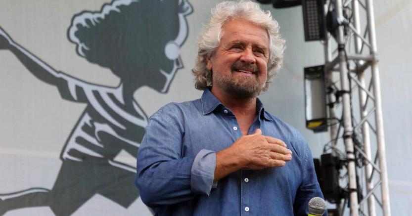 Beppe Grillo alla festa del M5S a Palermo. (Ansa)