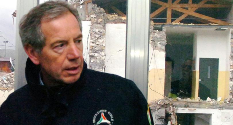 L'ex capo della Protezione Civile Guido Bertolaso