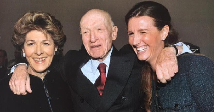 Bernardo Caprotti con la moglie Giuliana e la figlia Marina in una foto d'archivio (Ansa)