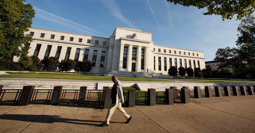 Super dollaro continua, attesa per Yellen e vendite al dettaglio