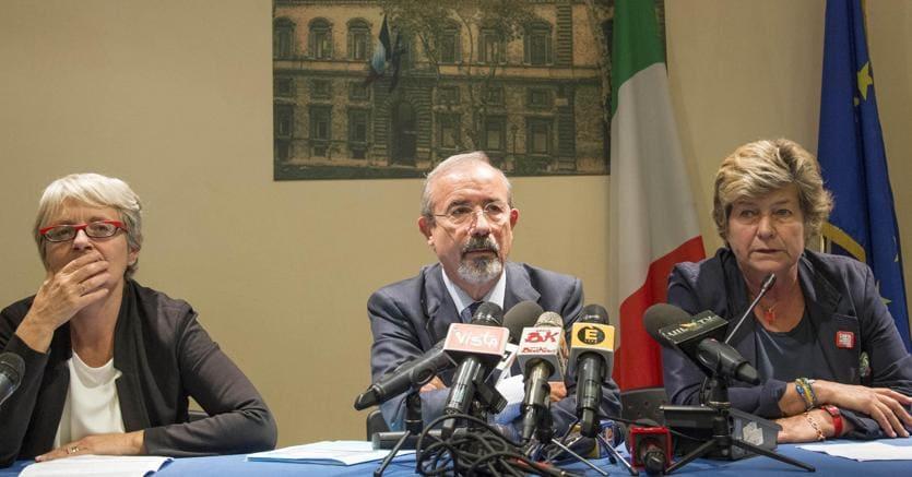 Da destra, Susanna Camusso, Carmelo Barbagallo e  Annamaria Furlan (Ansa)