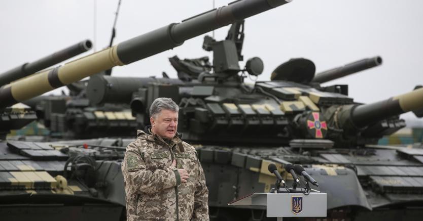 Kharkov:il presidente ucraino Petro Poroshenko a una cerimonia per la consegna di nuovi mezzi alle forze armate