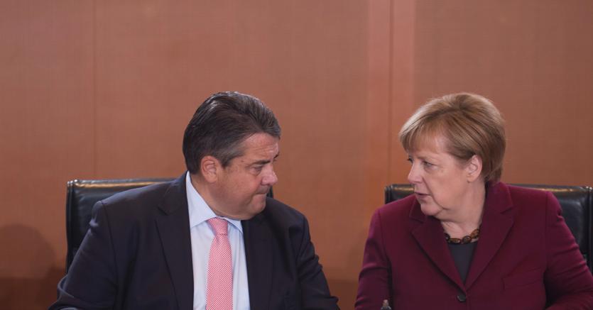 Il ministro tedesco dell'Economia e dell'energia Sigmar Gabriel e Angela Merkel