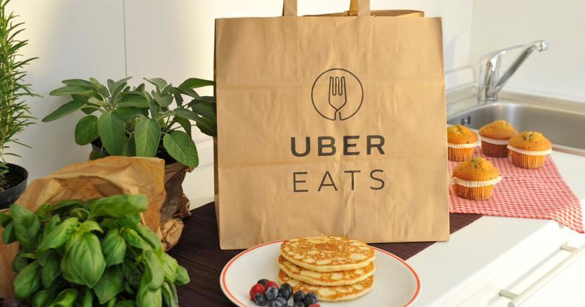 A Milano si mangia a domicilio con UberEats, come ordinare un pasto