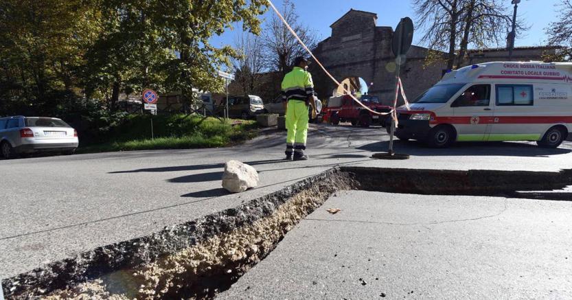 Le strade di Norcia dopo la violenta scossa (Ansa)
