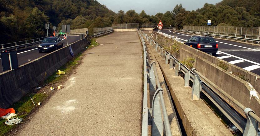 Viadotto, Ponte incompleto tra Gazzada e Varese (Fotogramma)
